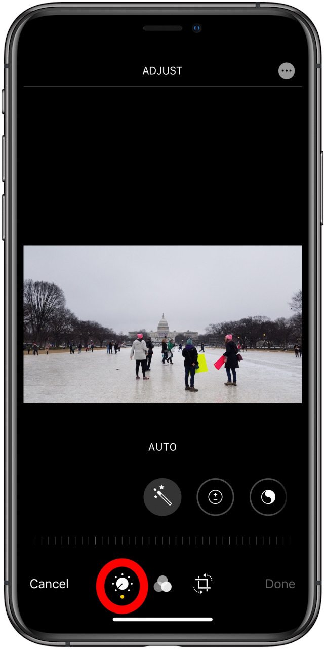 the edit photo screen in the Photos app with the manual option highlighted